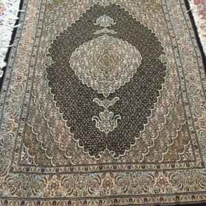 فرش دستبافت قالیچه تبریز طرح ماهی سرمه ای